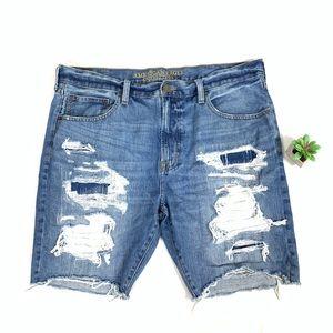 AEO Slim Straight Distressed Jean Shorts size 38